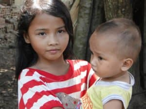 Jeunes fille pauvre et son frère